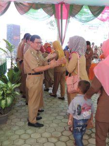 HALAL BI HALAL - Bupati Tuba Ir Hanan A Rozak melakukan Halal Bi Halal dengan pegawai kesehatan se Tuba